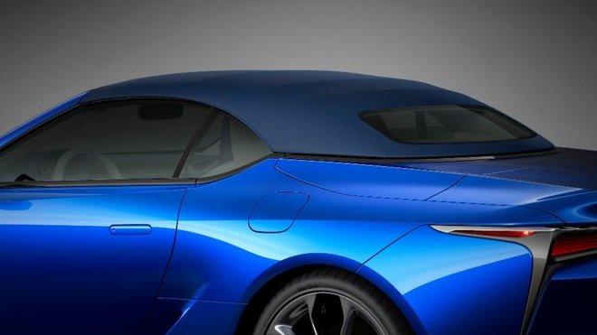 Lexus LC Convertible nabízí poprvé látkovou střechu