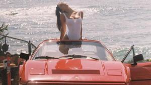 Alexis Ren a Ferrari 328