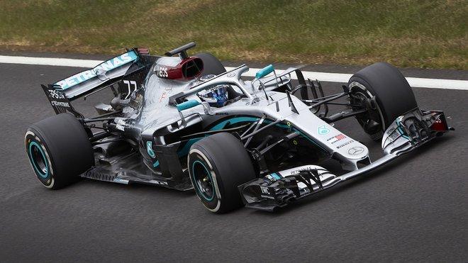 Valtteri s 2 roky starým Mercedesem v Silverstone