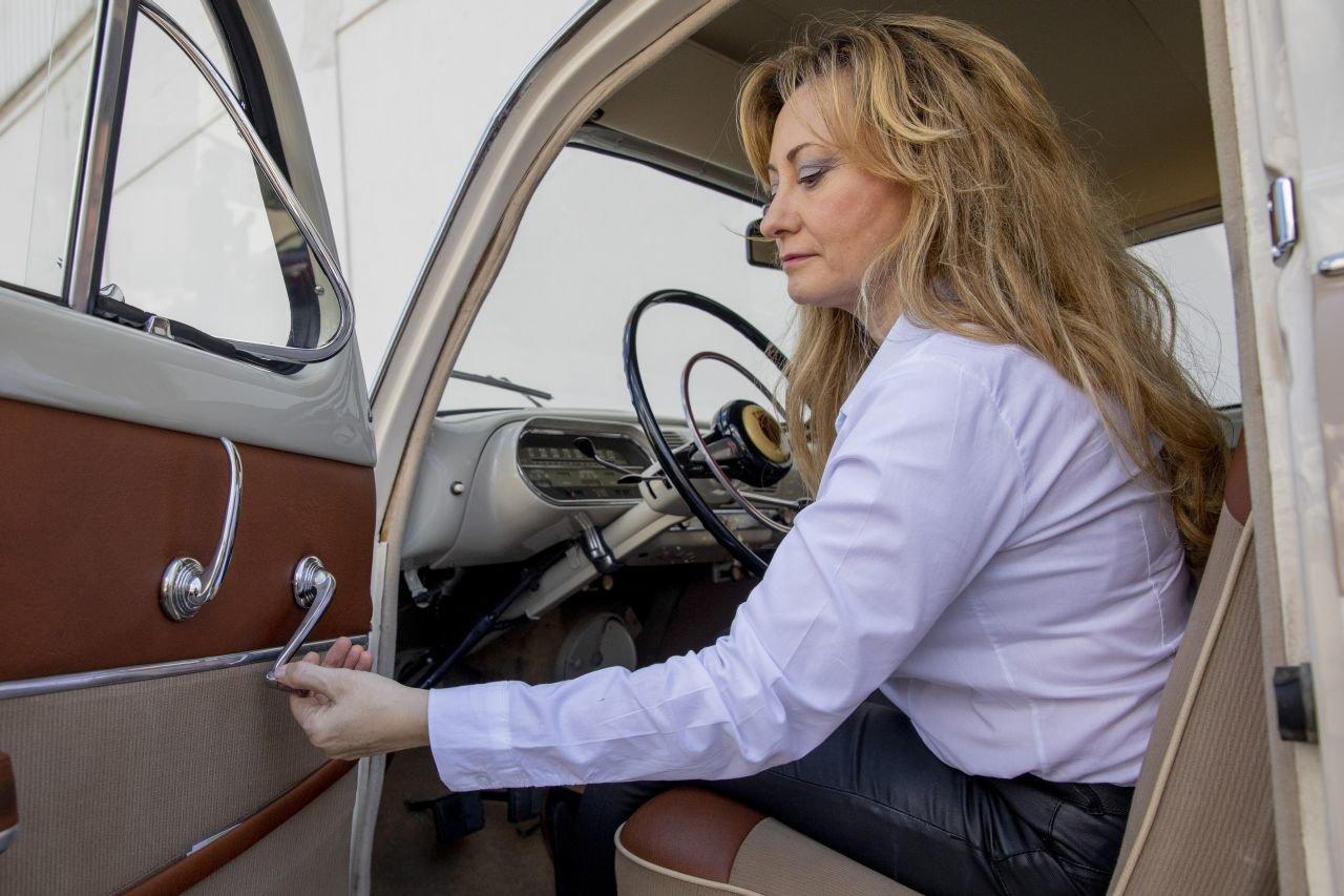 Seat 1400 využívá speciálního trojúhelníkového okénka v předních dveřích pro ochlazení řidiče a spolujezdce