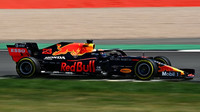 Nejrychlejší sektory patří McLarenům, maximální rychlost Red Bullu poháněnému Hondou - anotační obrázek