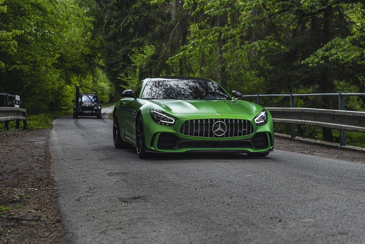 Nové video Advantage Cars a CINQ : 13 luxusních vozů s 8128 koňmi a cenou 100.000.000 Kč - anotační obrázek