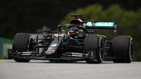 Lewis Hamilton během 1. tréninku v Rakousku