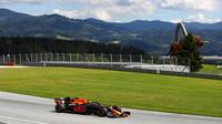 FOTO: Historicky první Velká cena Štýrska - vozy F1 v akci v malebném horském prostředí - anotační foto