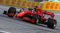 Sebastian Vettel v zaváděcím kole před závodem velké ceny Štýrska