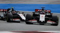 Romain Grosjean a Kevin Magnussen v závodě velké ceny Štýrska