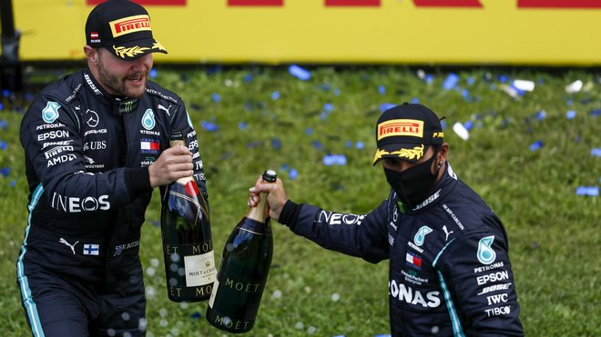 Valtteri Bottas a Lewis Hamilton po závodě velké ceny Štýrska