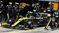 Daninel Ricciardo u svých mechaniků