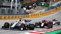 George Russell a Kevin Magnussen v závodě velké ceny Štýrska