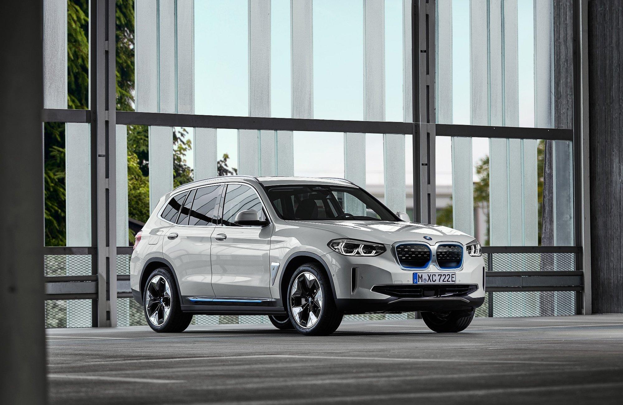 ZA PUSU ROZHODNĚ NEBUDE! BMW odtajnilo cenu elektrického SUV iX3 - anotační obrázek