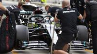 Lewis Hamilton s Mercedesem W11 na Hungaroringu
