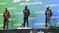 Nejlepší jezdci na pódiu po závodě v Maďarsku