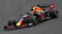 Max Verstappen v závodě v Maďarsku