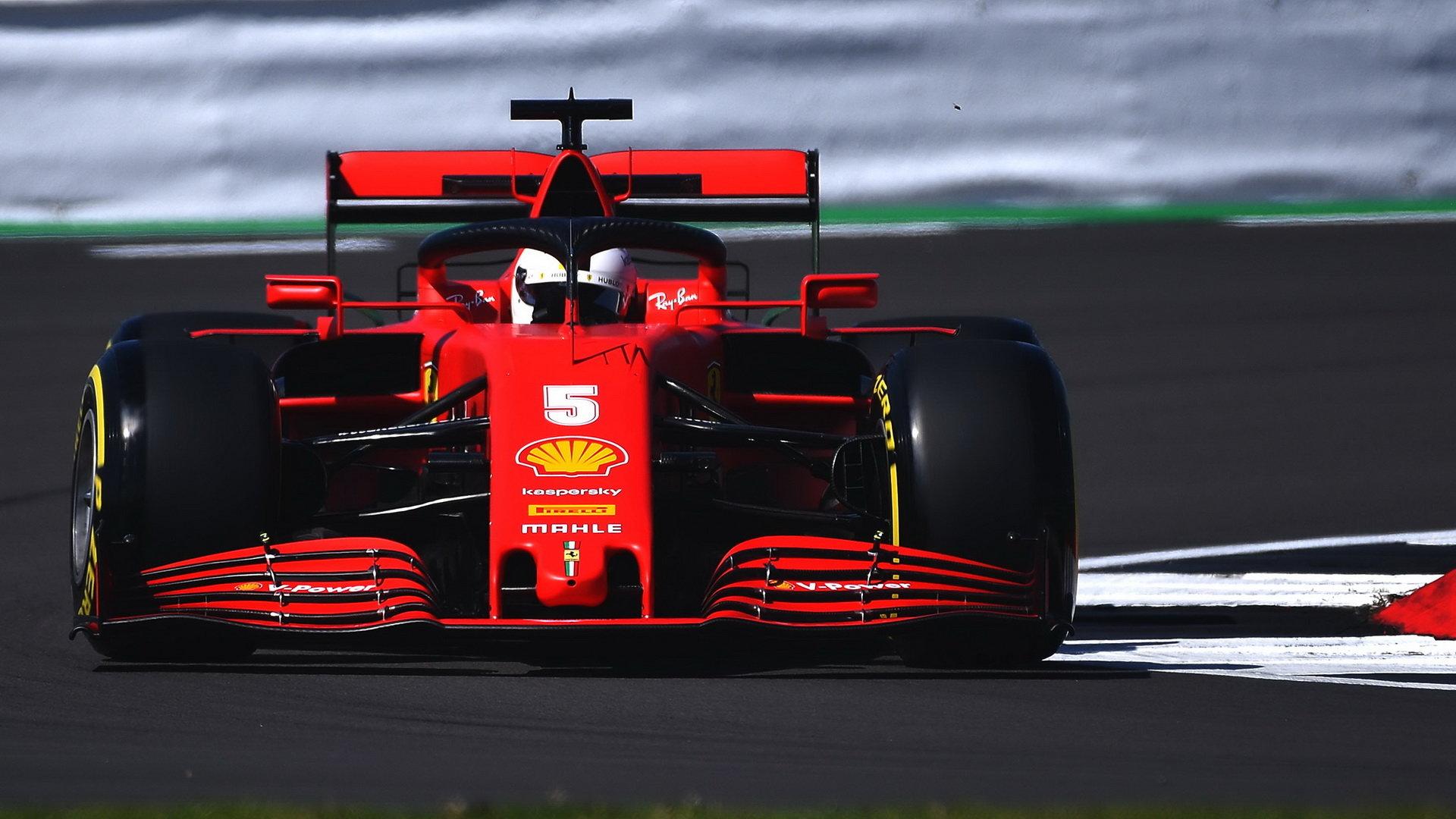 Sebastian Vettel při pátečním tréninku v Silverstone