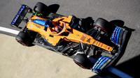 Carlos Sainz s Flow-visem v tréninku v Silverstone
