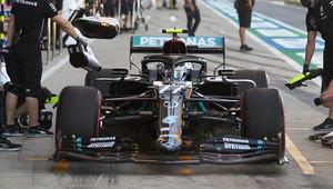 Zaspal Mercedes a dal Hamiltonovi výhodnější strategii? Wolff nesouhlasí, kritiku Bottase ale chápe - anotační obrázek