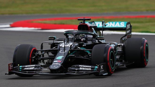 Lewis Hamilton v tréninku v Silverstone