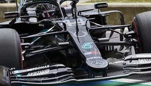 Třetí trénink pod taktovkou Mercedesu, které stíhá Verstappen, Ocon havaroval - anotační obrázek