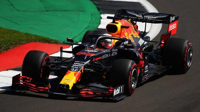 Max Verstappen v Silverstone, který dal pneumatikám pěkně zabrat