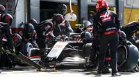 Kevin Magnussen v závodě v Silverstone