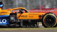 Carlos Sainz v závodě v Silverstone