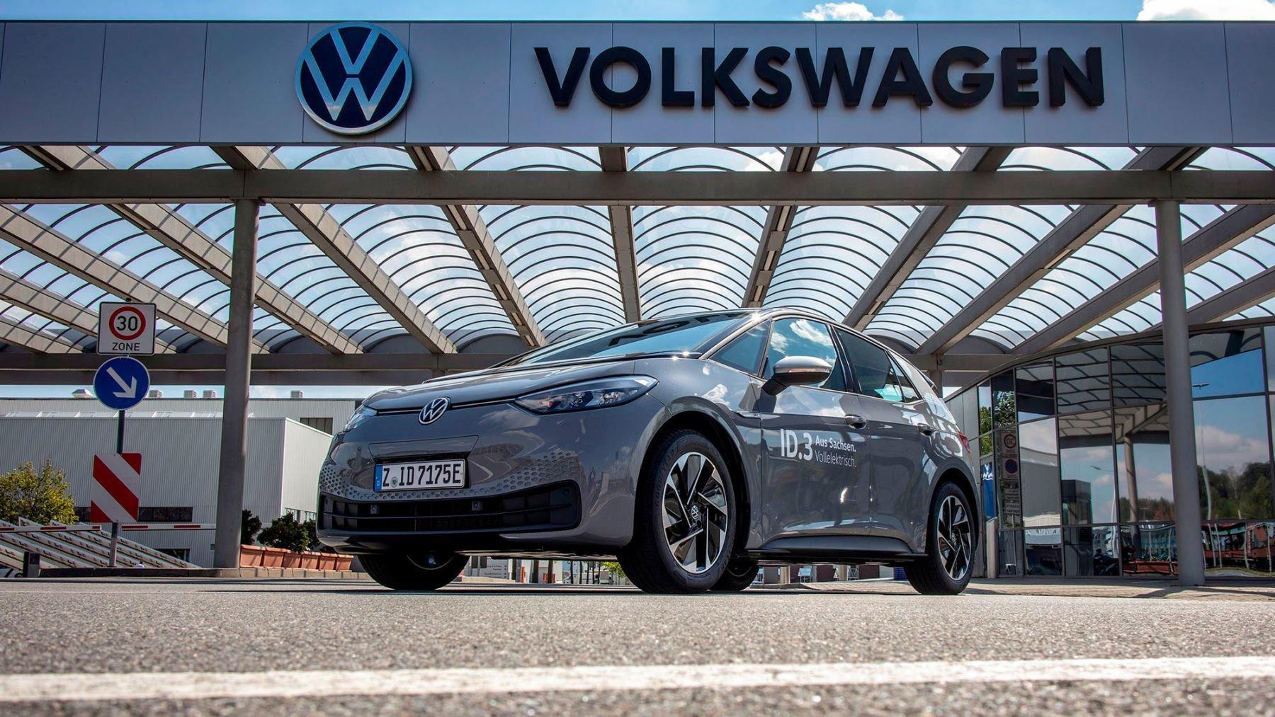 Volkswagen ID.3 je u prodejců a ceny jsou již známy. Raději si ale sedněte... - anotační obrázek