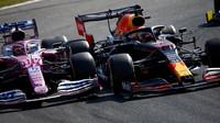 Sergio Pérez a Max Verstappen v těsném kontaktu v závodě na Monze