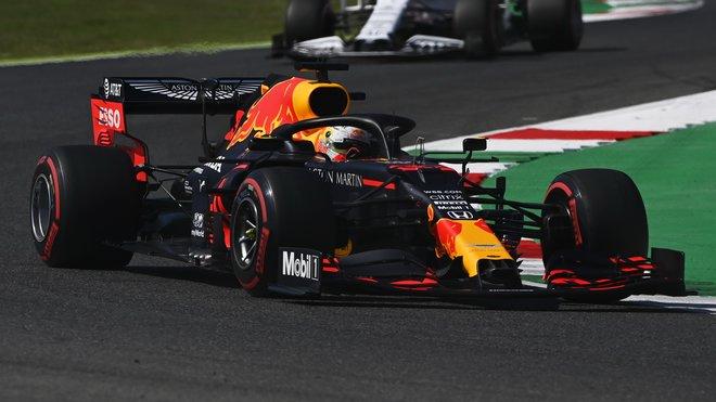 Max Verstappen při pátečním tréninku v Toskánsku