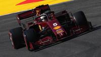 Sebastian Vettel v závodě v Toskánsku