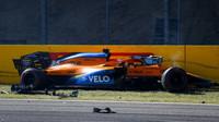 Carlos Sainz po havárii v závodě v Toskánsku