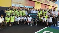Tým Mercedes slaví double po závodě v Toskánsku