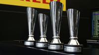 Poháry po vítěze velké ceny Toskánska