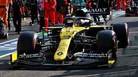 Daniel Ricciardo v závodě v Toskánsku