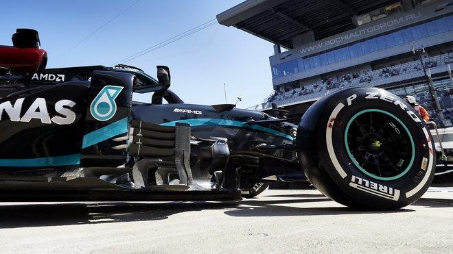 Lewis Hamilton zdrtil konkurenci rozdílem třídy