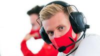 Schumacher opět ve Formuli 1 - za Haas bude příští rok závodit syn slavného Michaela - anotační foto