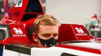 Tvarování sedačky pro Micka Schumachera