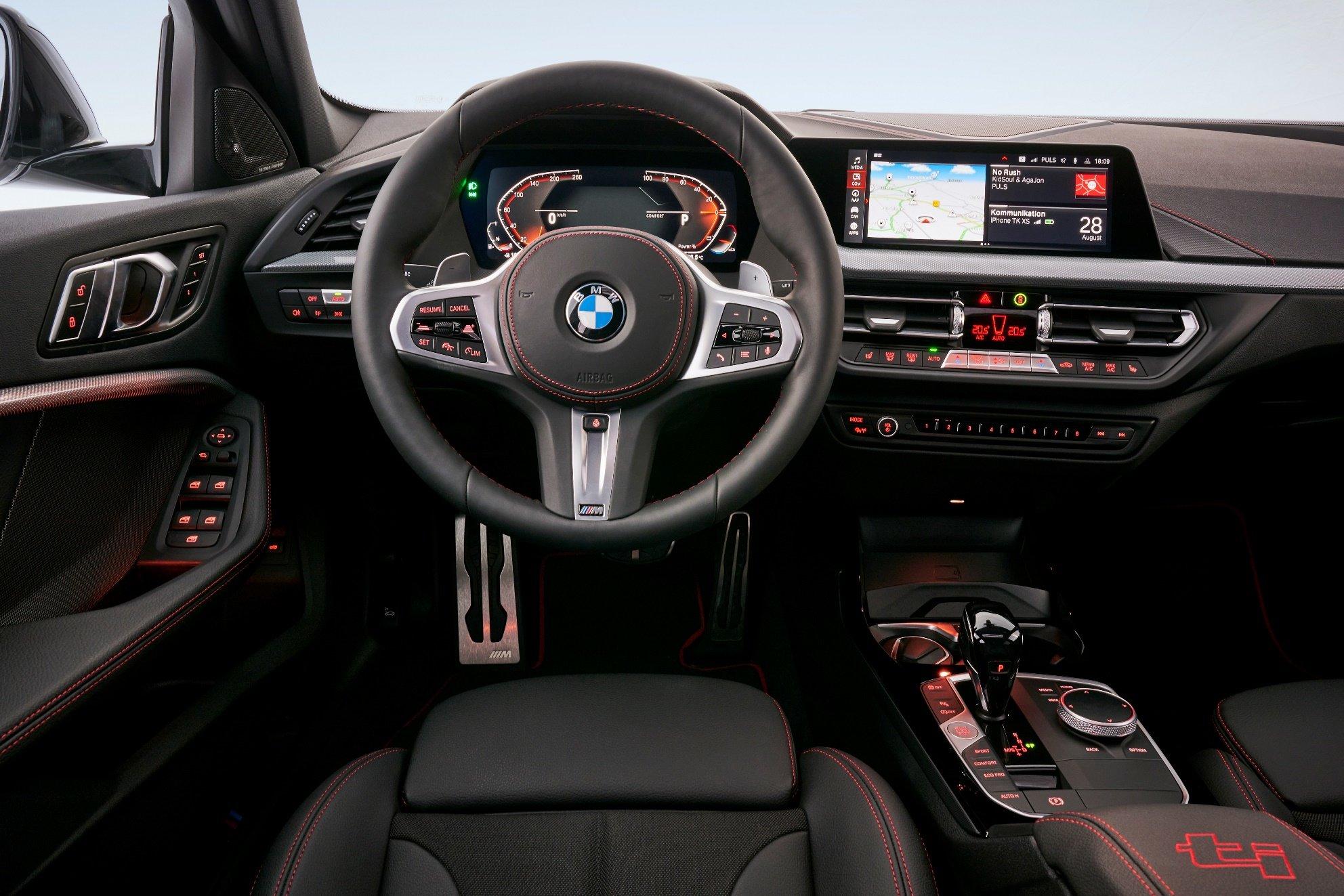 """Nové BMW 128ti. """"ti"""" znamená """"Tourismo Internazionale"""" a značí výrazně sportovní modely"""
