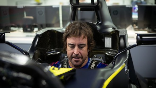 Fernando Alonso v továrně Renaultu