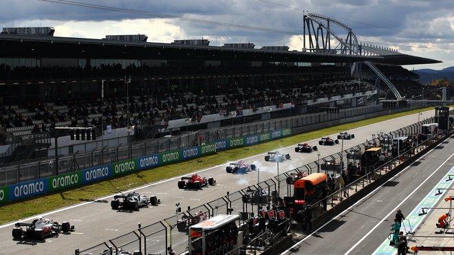 Start závodu na Nürburgringu