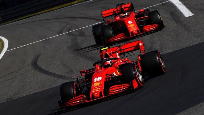 Charles Leclerc a Sebastian Vettel počas závodu na Nürburgringu