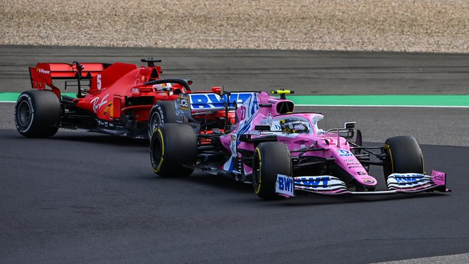 Nico Hülkenberg na Nürburgringu před Sebastianem Vettelem