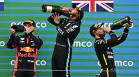 Nejlepší jezdci na pódiu na Nürburgringu