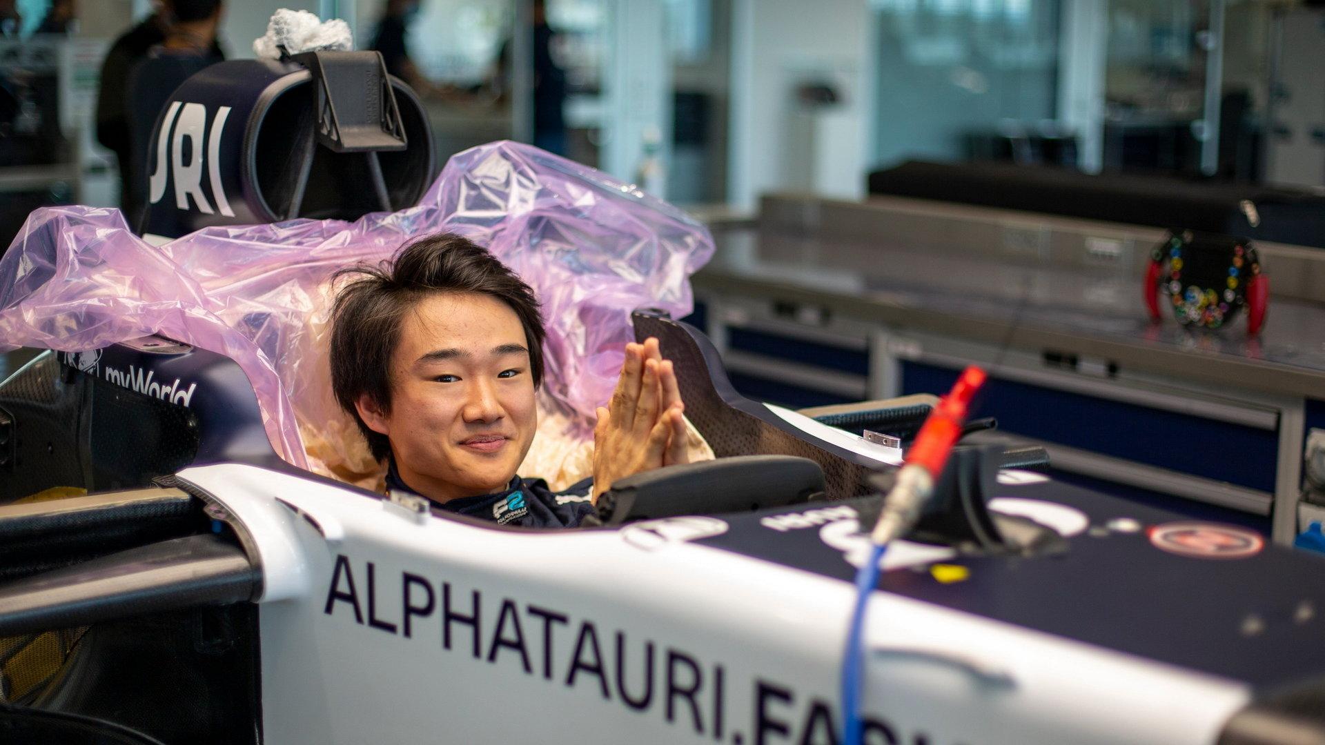 Juki Cunoda v továrně AlphyTauri