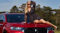 Lucie Borhyová je spojena s DS. Ukázala zářivý úsměv a svůj nový vůz - anotační foto