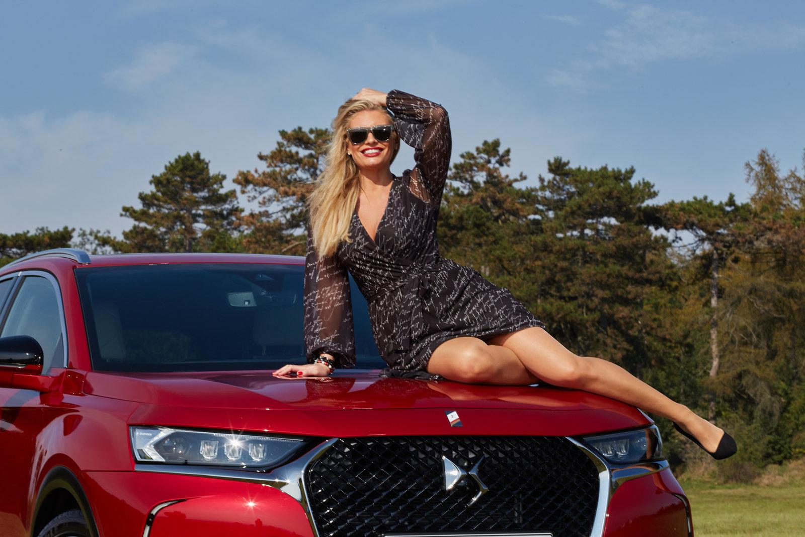 Lucie Borhyová je spojena s DS. Ukázala zářivý úsměv a svůj nový vůz - anotační obrázek