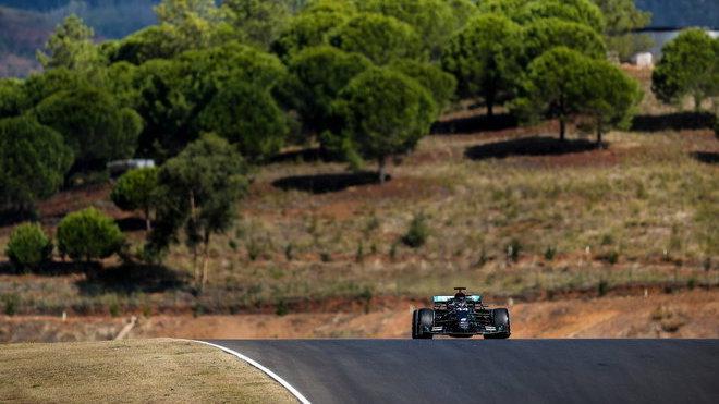 Lewis Hamilton v 1. tréninku před GP Portugalska 2020