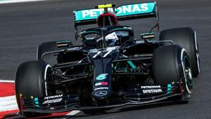 Bottas začíná na 'horské dráze' v Portimau nejrychleji, Verstappen ztrácí přes 0,7 s - anotační obrázek