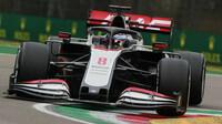 Romain Grosjean při závodě v Imole