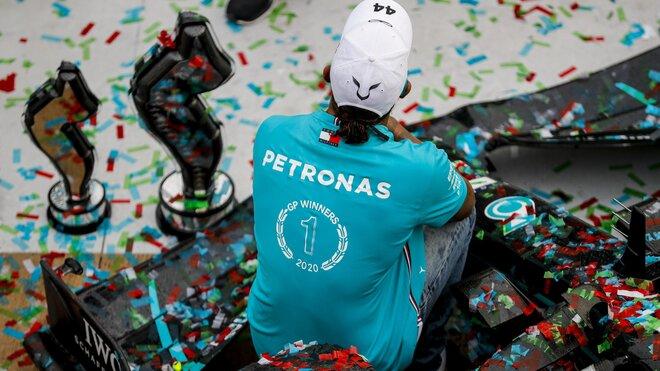 Oslavy mistrovského titulu týmu Mercedes v Imole
