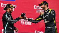 Lewis Hamilton přijal shoey od Daniel Ricciardo po závodě v Imole